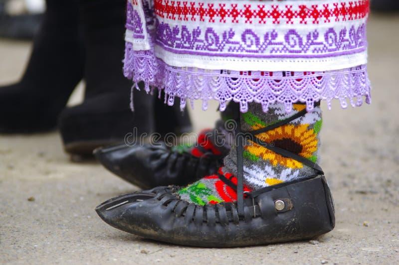 Παραδοσιακά ρουμανικά σανδάλια στοκ φωτογραφία με δικαίωμα ελεύθερης χρήσης