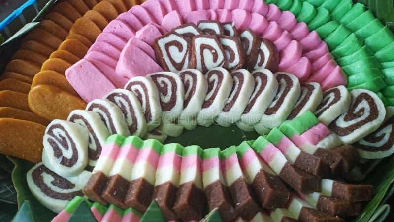παραδοσιακά τρόφιμα έκαναν από την πολτοποιηίδα μανιόκα και καρύκεψαν έπειτα και πρόσθεσαν τον ενδιαφέροντα χρωματισμό, που εξυπη στοκ φωτογραφία με δικαίωμα ελεύθερης χρήσης
