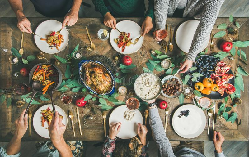 Παραδοσιακά Χριστούγεννα, νέο γεύμα κομμάτων εορτασμού διακοπών έτους στοκ εικόνα με δικαίωμα ελεύθερης χρήσης