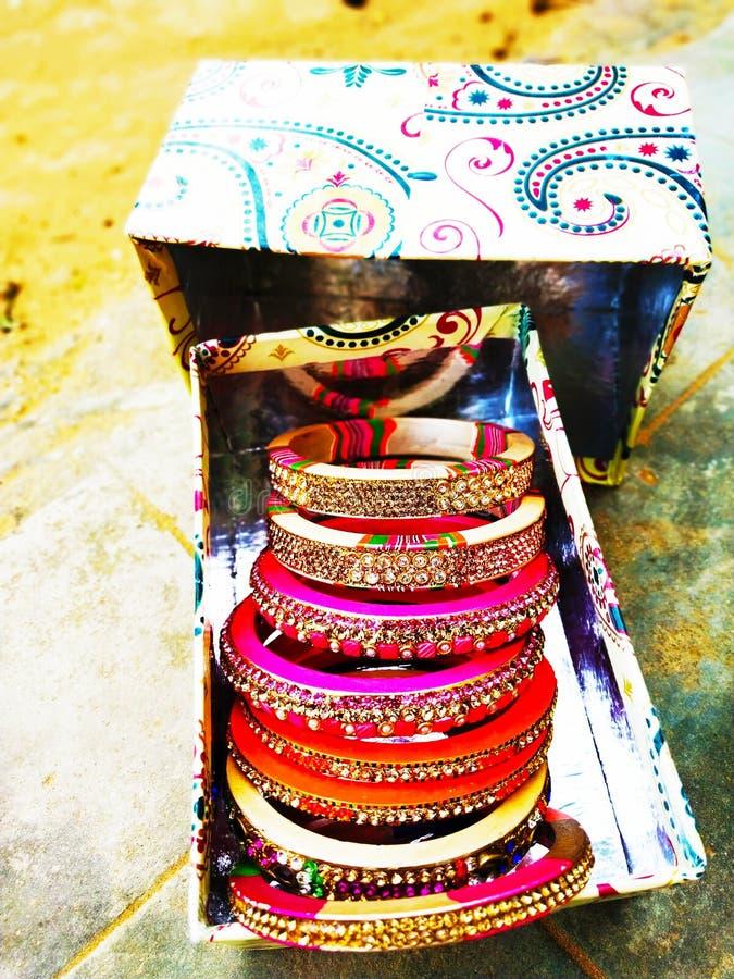 Παραδοσιακά όμορφα ζωηρόχρωμα βραχιόλια Rajasthani στοκ φωτογραφίες με δικαίωμα ελεύθερης χρήσης