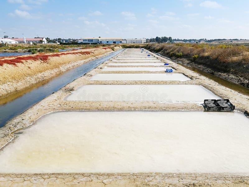 Παραδοσιακές αλυκές Isla Cristina, Huelva, Ισπανία Ιζήματα καταθέσεων, κανάλια και επίπεδα λάσπης Νότιες αλυκές της Ανδαλουσίας στοκ εικόνα