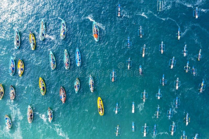 Παραδοσιακές βάρκες ψαράδων στην παραλία Papuma στοκ εικόνα