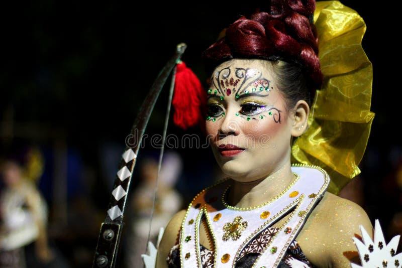 Παραδοσιακή απόδοση κοστουμιών τέχνης οδών στη νύχτα καρναβάλι 2017 Wayang Jogja στοκ εικόνα με δικαίωμα ελεύθερης χρήσης