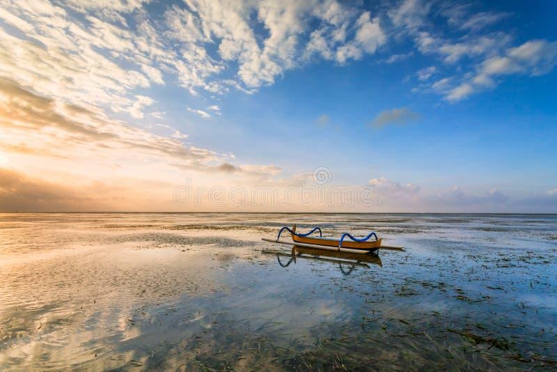 Παραδοσιακή από το Μπαλί βάρκα ψαράδων στοκ φωτογραφία με δικαίωμα ελεύθερης χρήσης