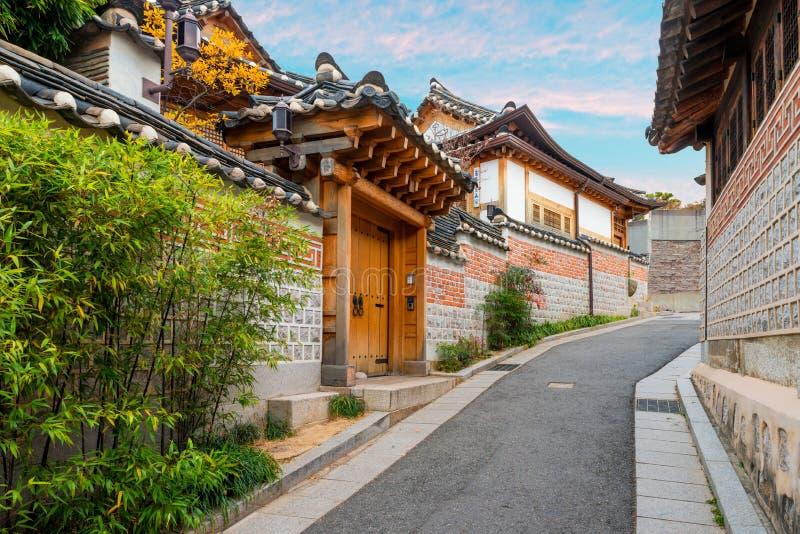 Παραδοσιακή κορεατική αρχιτεκτονική ύφους στο χωριό ι Bukchon Hanok στοκ φωτογραφία
