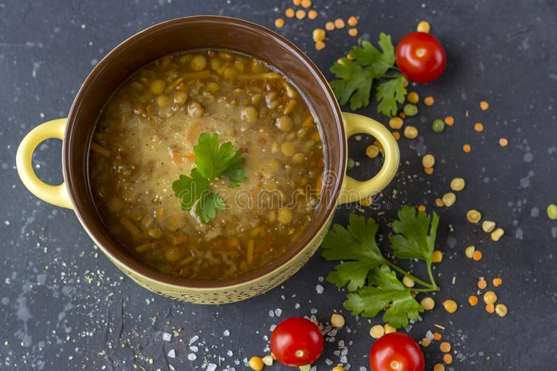 Παραδοσιακή τουρκική σούπα φακών Σπιτική χορτοφάγος σούπα με τη φακή στοκ φωτογραφία με δικαίωμα ελεύθερης χρήσης