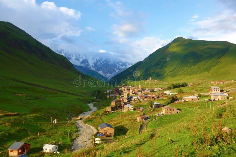 Παραδοσιακοί αρχαίοι πύργοι και machub σπίτι Svan στο χωριό Ushguli, ανώτερο Svaneti, Γεωργία Το Ushguli είναι το υψηλότερο χωριό στοκ εικόνες με δικαίωμα ελεύθερης χρήσης