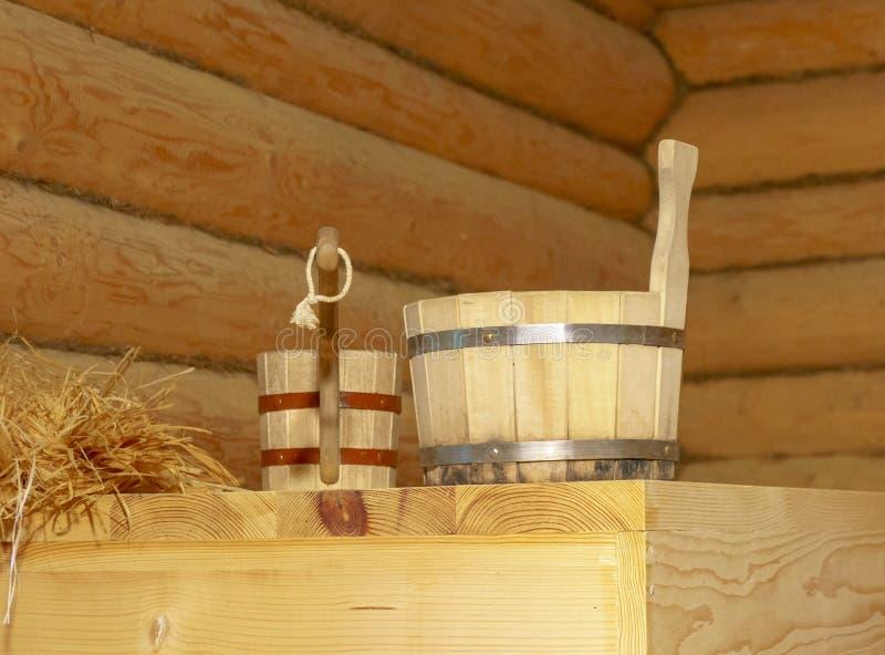 Παραδοσιακός εξοπλισμός για το ρωσικό λουτρό από το ξύλο στοκ φωτογραφίες