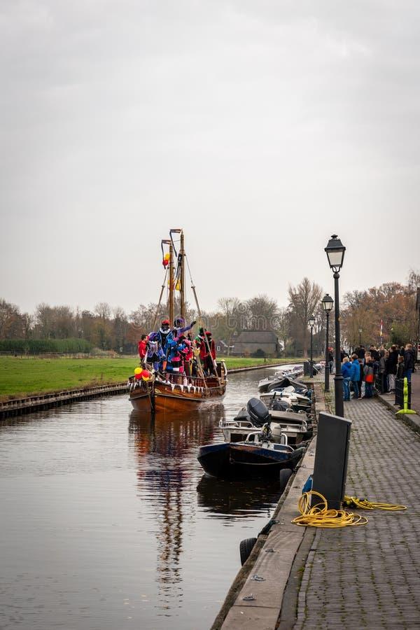Παραδοσιακός εορτασμός φεστιβάλ Sinterklaas, ο μαύρος Peter Άνθρωποι με το makeup και τα ζωηρόχρωμα κοστούμια στοκ εικόνες