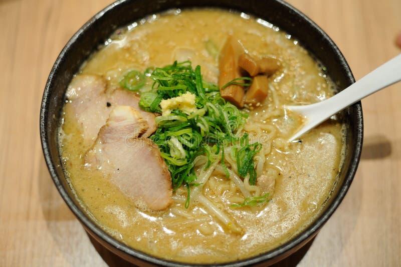 Παραδοσιακός εύγευστος η σούπα που μαγειρεύεται με miso την κόλλα στην Ιαπωνία στοκ εικόνες