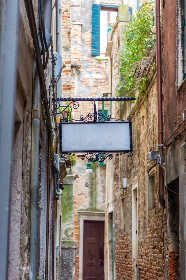 Παραδοσιακός λίγη οδός στη Βενετία, Ιταλία στοκ εικόνες με δικαίωμα ελεύθερης χρήσης