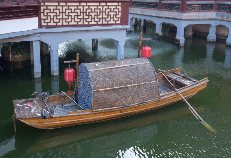 Παραδοσιακός sampan στον κήπο Yuyuan ή Yu στη Σαγκάη στοκ φωτογραφίες με δικαίωμα ελεύθερης χρήσης