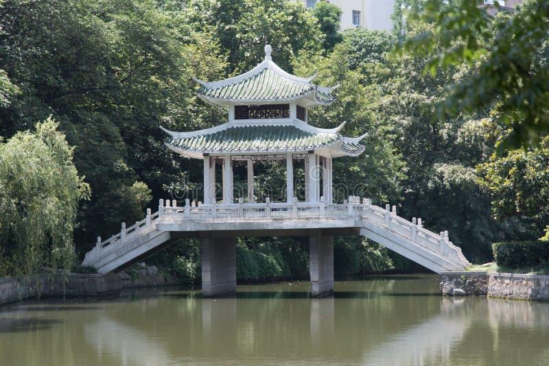 Παραδοσιακό ηλιόλουστο καλοκαίρι Κίνα αρχιτεκτονικής στοκ εικόνες με δικαίωμα ελεύθερης χρήσης