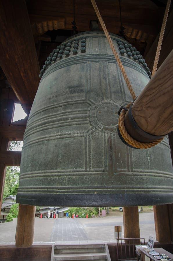 Παραδοσιακό ιαπωνικό κουδούνι χαλκού Todai-todai-ji στο ναό Νάρα, Ιαπωνία στοκ φωτογραφίες