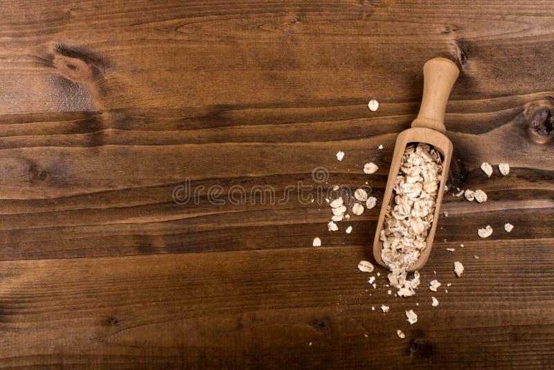Παραδοσιακό ιρλανδικό ακατέργαστο oatmeal σε ένα ξύλινο φτυάρι στοκ εικόνα με δικαίωμα ελεύθερης χρήσης