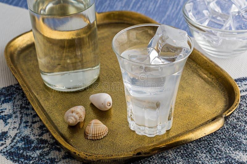 Παραδοσιακό ποτό Ouzo ή Raki στοκ φωτογραφία με δικαίωμα ελεύθερης χρήσης