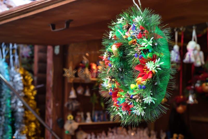 Παραδοσιακό στεφάνι διακοσμήσεων Χριστουγέννων στοκ φωτογραφία