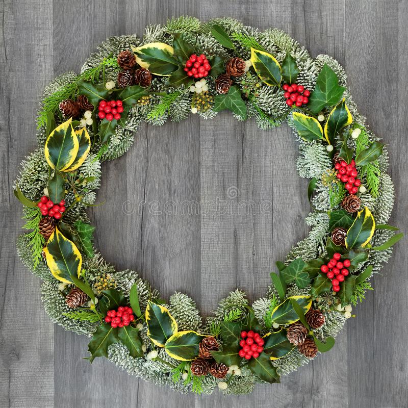 Παραδοσιακό στεφάνι χειμώνα και Χριστουγέννων στοκ φωτογραφίες με δικαίωμα ελεύθερης χρήσης