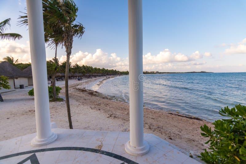 Παραλία και γαμήλιο παρεκκλησι στο riviera maya κοντά σε Cancun και Tulum ι στοκ εικόνες με δικαίωμα ελεύθερης χρήσης