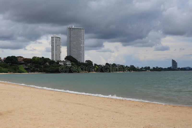 παραλία και η άποψη του ξενοδοχείου στοκ εικόνες με δικαίωμα ελεύθερης χρήσης