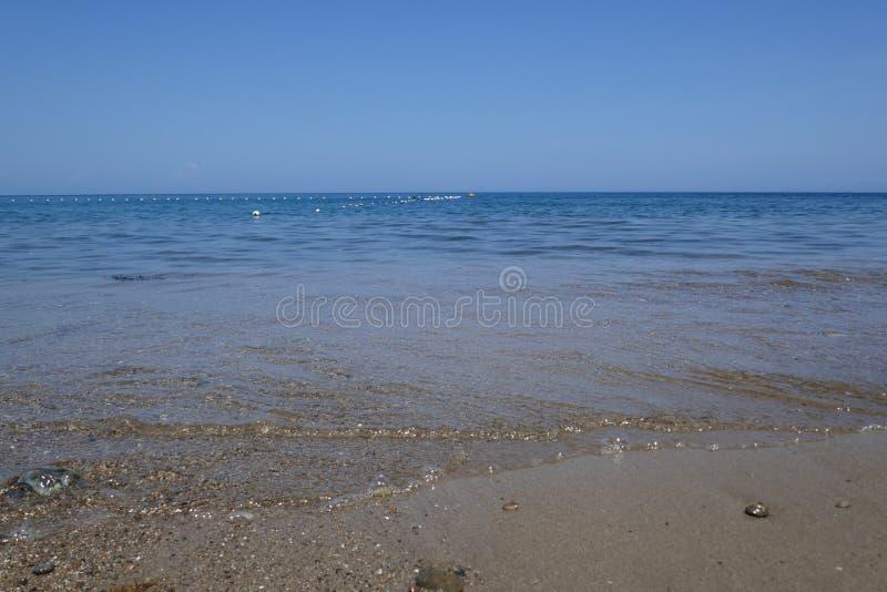 Παραλία και τροπική θάλασσα στοκ εικόνα