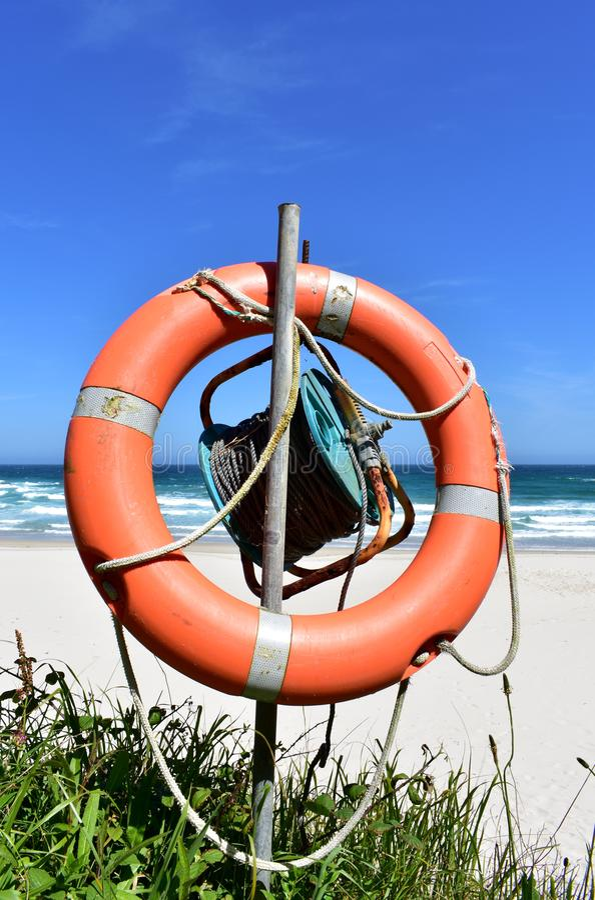 Παραλία με τη λευκά άμμο, τα κύματα και το συντηρητικό ζωής Lugo, Ισπανία στοκ φωτογραφία