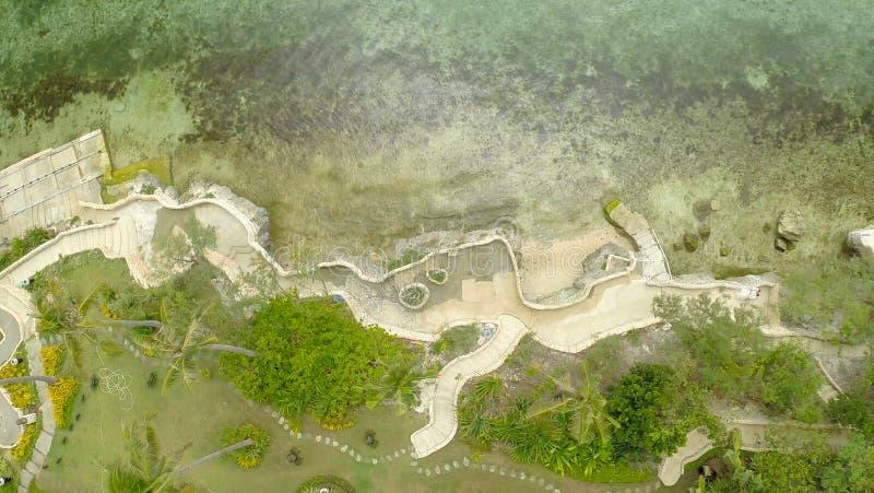 Παραλία παραδείσου και όμορφη λίμνη Φιλιππίνες εναέρια όψη στοκ φωτογραφία με δικαίωμα ελεύθερης χρήσης