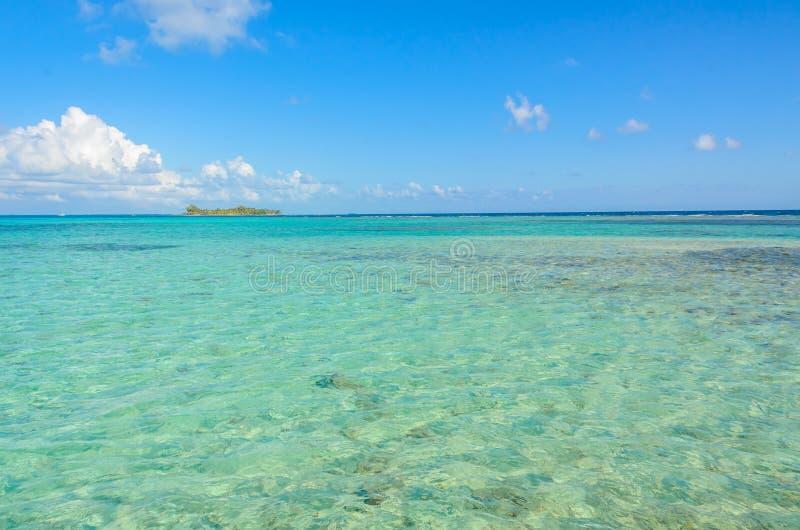 Παραλία παραδείσου στο σταθμό τομέων κοραλλιογενών νήσων τόξων της Carrie νησιών caye, καραϊβική θάλασσα, Μπελίζ Τροπικός προορισ στοκ εικόνες με δικαίωμα ελεύθερης χρήσης
