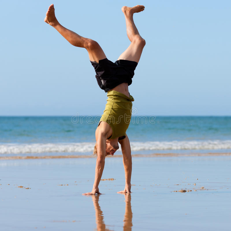 παραλία που κάνει το άτομ&omic στοκ εικόνες με δικαίωμα ελεύθερης χρήσης
