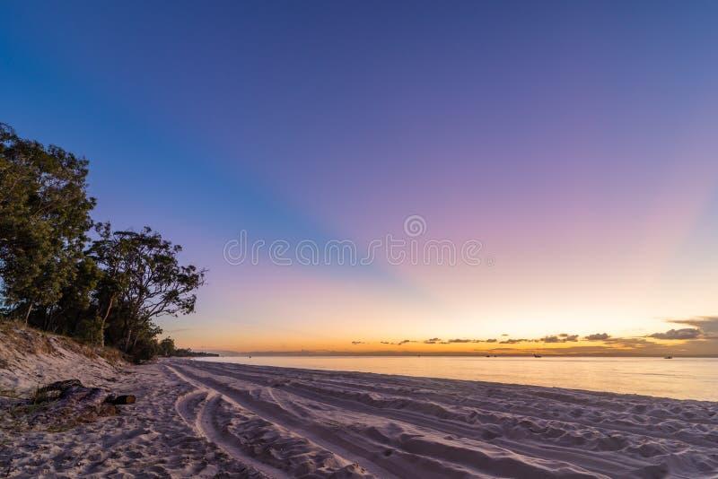 Παραλία που στρατοπεδεύει στο νησί Moreton στο Queensland Αυστραλία στοκ φωτογραφία με δικαίωμα ελεύθερης χρήσης