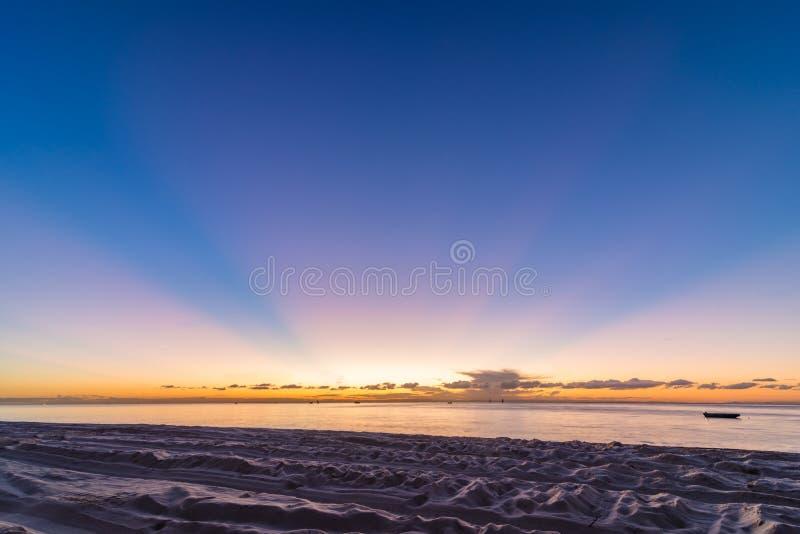 Παραλία που στρατοπεδεύει στο νησί Moreton στο Queensland Αυστραλία στοκ εικόνα