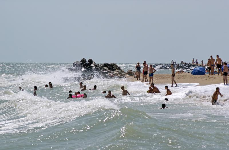 Παραλία πόλεων με τα vacationers Berdyansk, Ουκρανία στοκ φωτογραφία με δικαίωμα ελεύθερης χρήσης