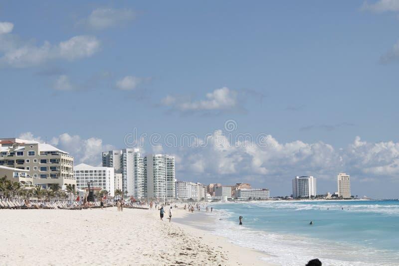 Παραλία σε Cancun σε μια ηλιόλουστη ημέρα στοκ φωτογραφίες με δικαίωμα ελεύθερης χρήσης