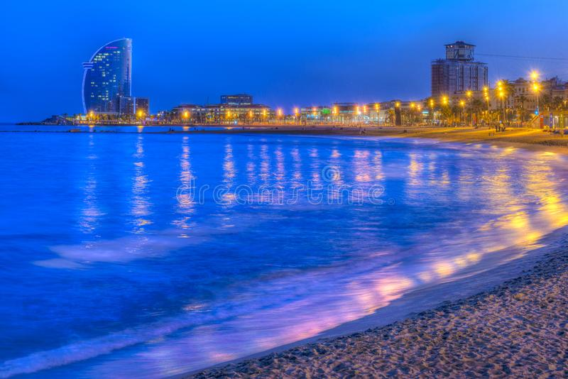 Παραλία της Βαρκελώνης, Ισπανία στο βράδυ στοκ φωτογραφίες με δικαίωμα ελεύθερης χρήσης