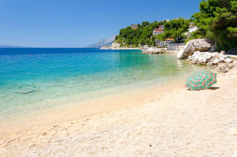 Παραλία του Παραδείσου στη Μπρέλα στο ριβιέρα Μακάρσκα, Δαλματία, Κροατία στοκ φωτογραφίες με δικαίωμα ελεύθερης χρήσης
