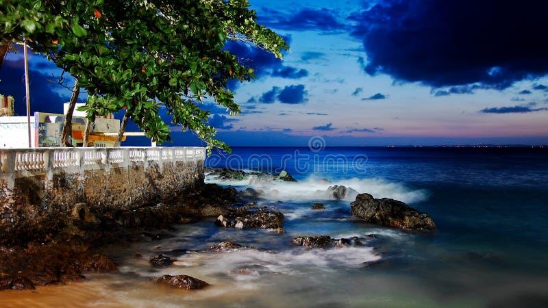 Παραλία του Σαλβαδόρ τη νύχτα στοκ εικόνες