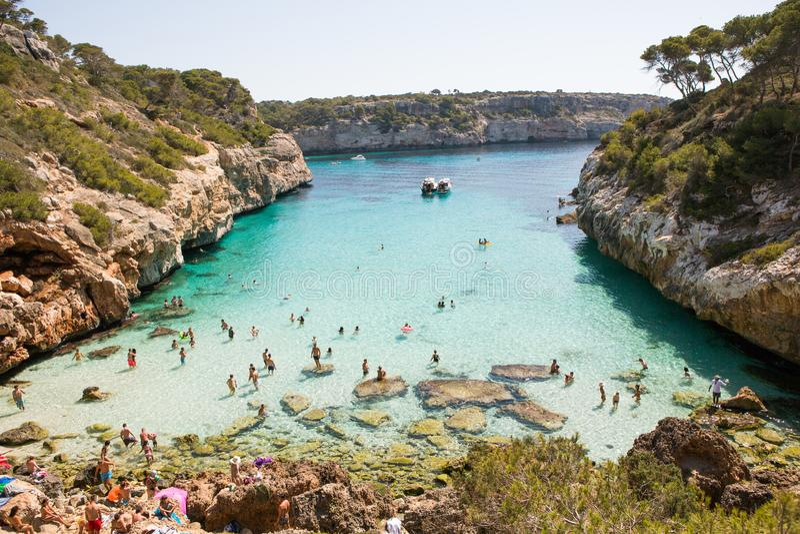 Παραλία Baix Coll στον κόλπο Alcudia στη Μαγιόρκα Βαλεαρίδες Νήσοι της Ισπανίας Τροπική παραλία παραδείσου Διακοπές ταξιδιού θερι στοκ εικόνες