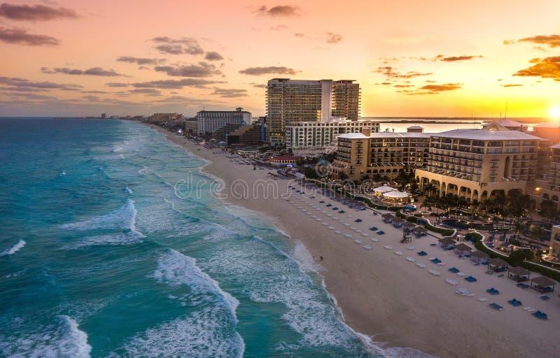 Παραλία Cancun στο ηλιοβασίλεμα στοκ φωτογραφία με δικαίωμα ελεύθερης χρήσης
