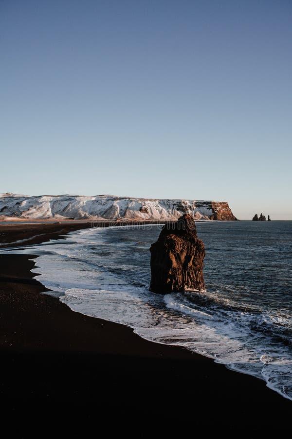 Παραλία Reinsfjara, Ισλανδία στοκ εικόνα