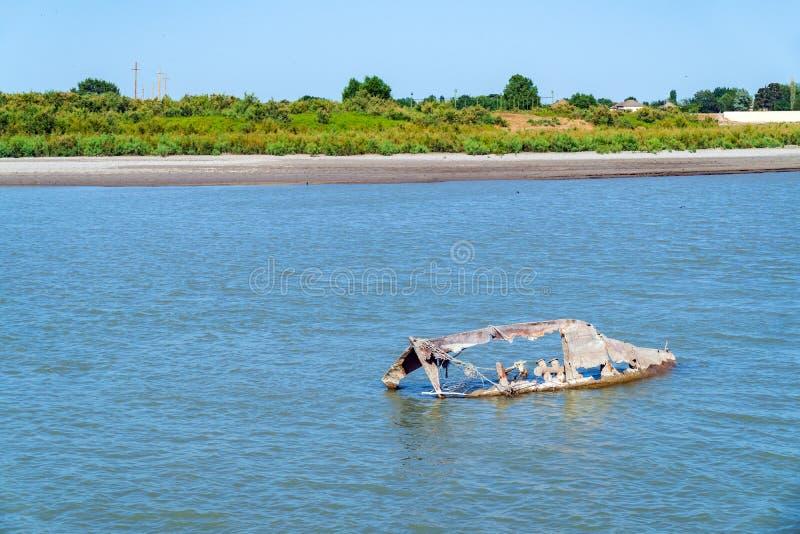 Παραμένει ενός βυθισμένου αλιευτικού σκάφους στοκ φωτογραφίες με δικαίωμα ελεύθερης χρήσης