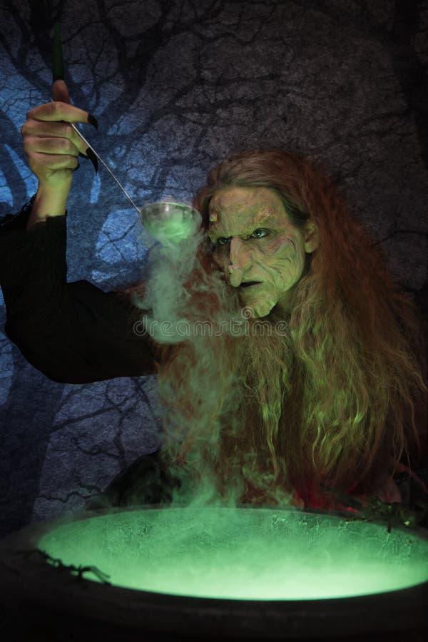 Παρασκευή μαγισσών μαγική στοκ φωτογραφία με δικαίωμα ελεύθερης χρήσης