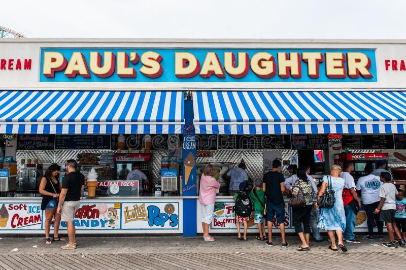 Παραχώρηση τροφίμων ορόσημων Coney Island στο θαλάσσιο περίπατο στο Μπρούκλιν στοκ εικόνα