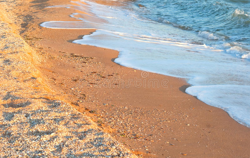 Παραλία άμμων και μικρός διακόπτης στοκ εικόνα