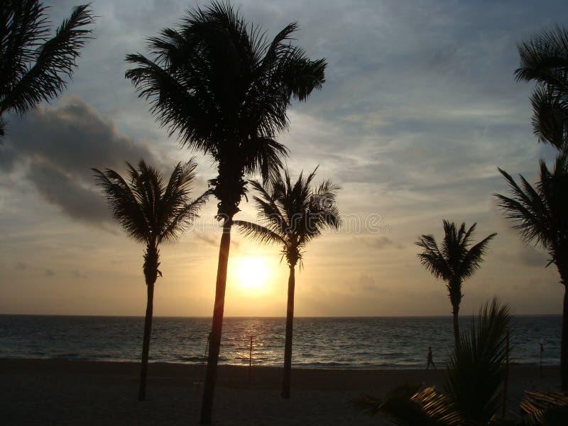 Παραλία και ουρανός ηλιοβασιλέματος στοκ φωτογραφία με δικαίωμα ελεύθερης χρήσης