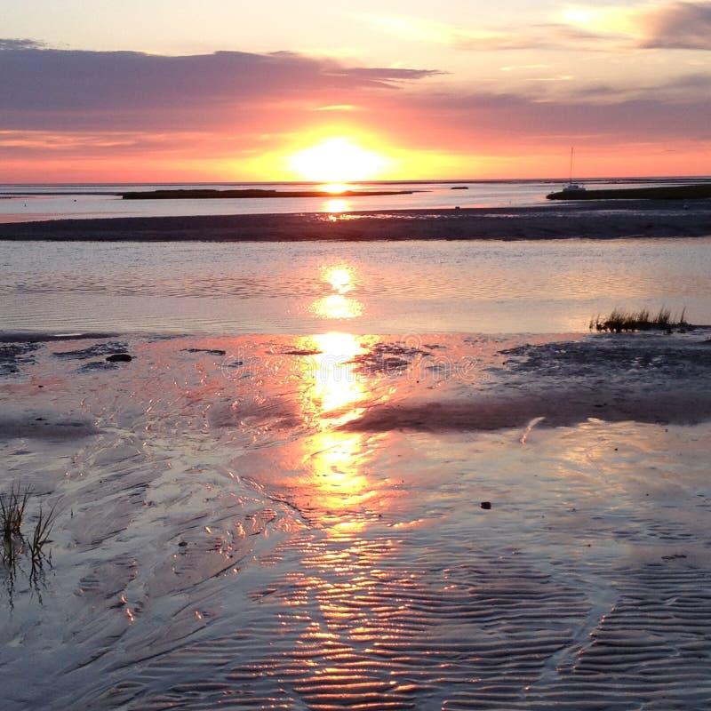 Παραλία και ουρανός ηλιοβασιλέματος στοκ εικόνα