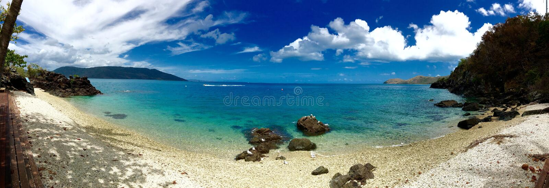 παραλία πανοράματος νησιών ονειροπόλησης airlie whitsundays στοκ εικόνες με δικαίωμα ελεύθερης χρήσης