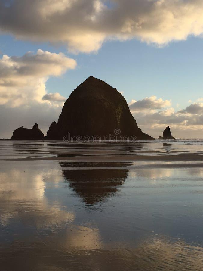 Παραλία πυροβόλων, Η βράχος θυμωνιών χόρτου στοκ φωτογραφίες με δικαίωμα ελεύθερης χρήσης