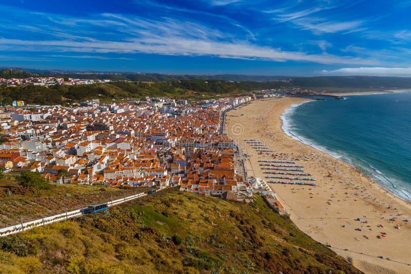 Παραλία σε Nazare - την Πορτογαλία στοκ εικόνα με δικαίωμα ελεύθερης χρήσης