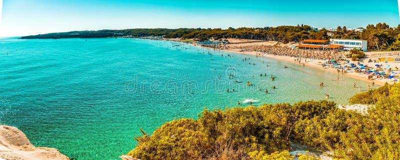 παραλία στην ακτή της Πούλιας στοκ εικόνες