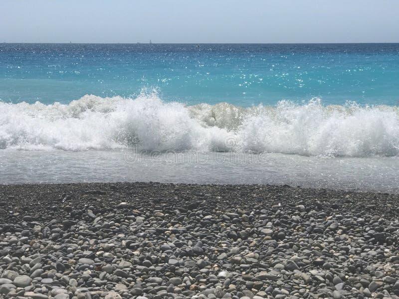 Παραλία στη νότια Γαλλία της Νίκαιας στοκ εικόνα